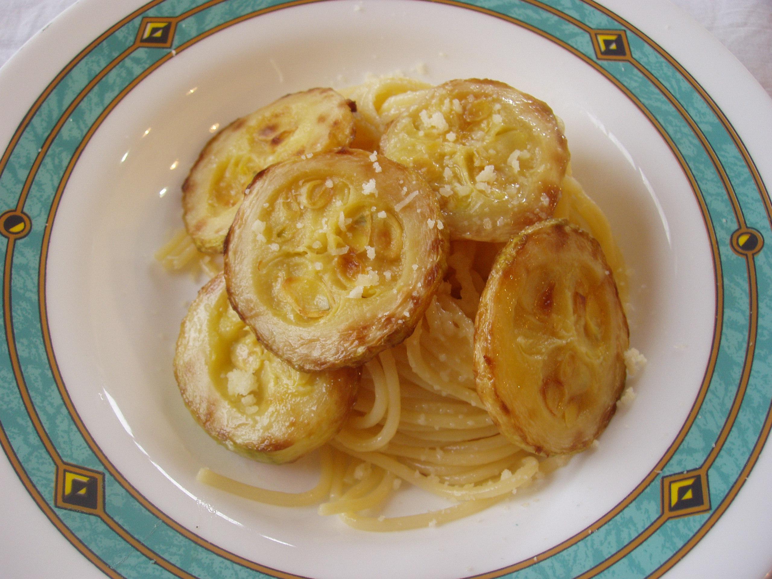 La pasta con la zucchina fritta e discorsi di cucuzze for La zucchina